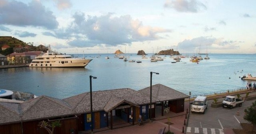 St-Barthélemy rises from the ashes