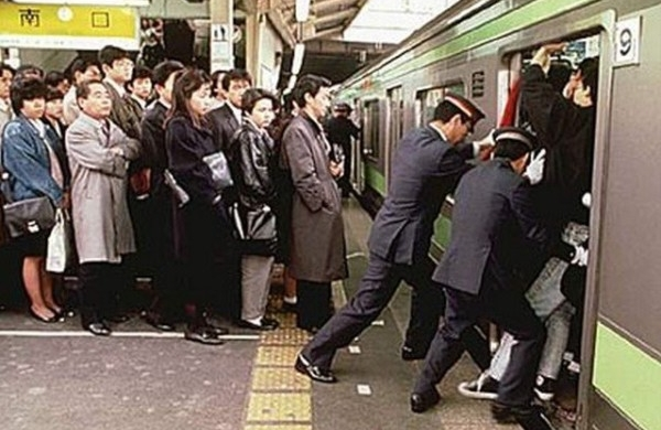 How will the Tokyo metro deal with tourism and the 2020 Olympics ?